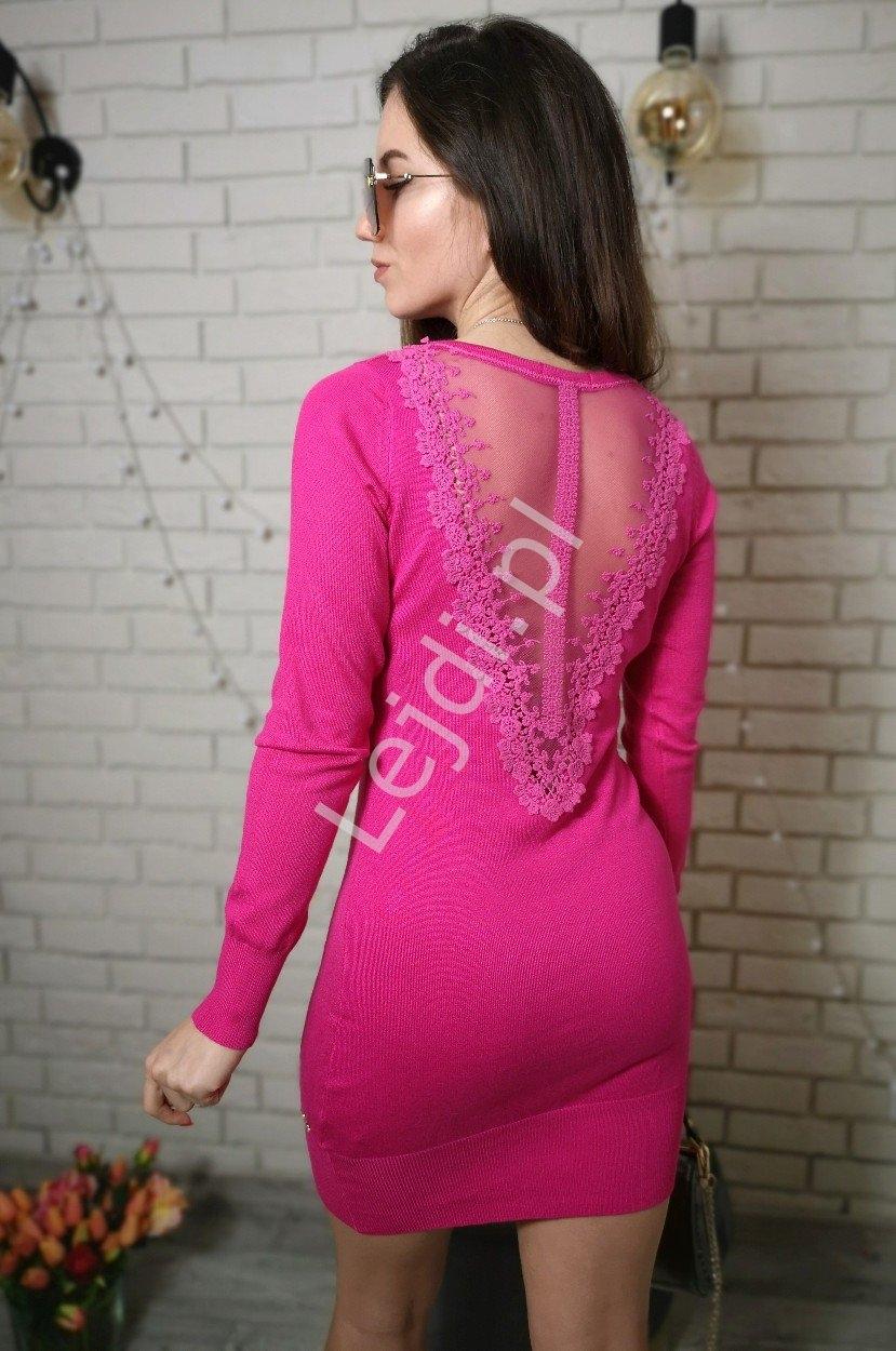 Różowa dzianinowa sukienka z tiulem na plecach s901
