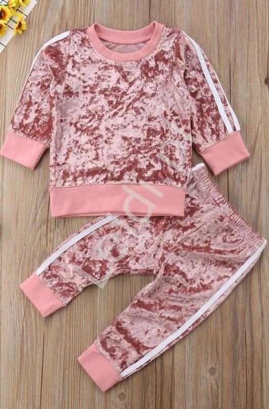 Welurowy dres dla dziewczynki w kolorze brudnego różu 554