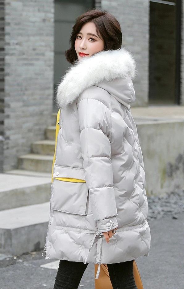 Image of Beżowa kurtka zimowa pikowana literami z kapturem z futrem 9779