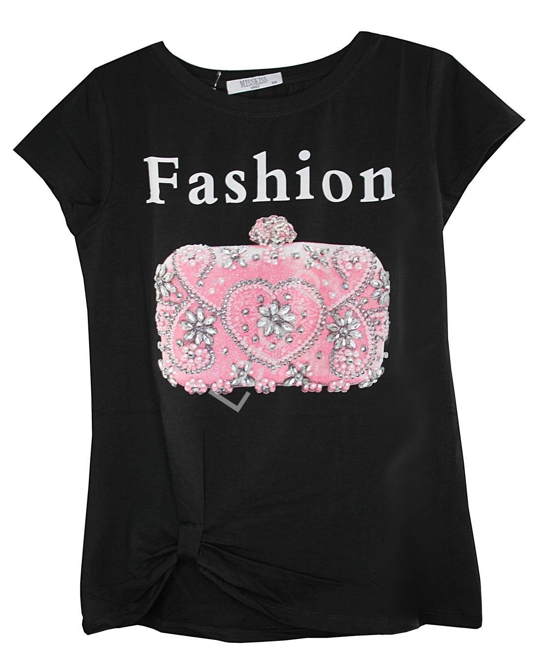Czarny t-shirt damski z napisem fashion i zdobioną kryształkami torebką