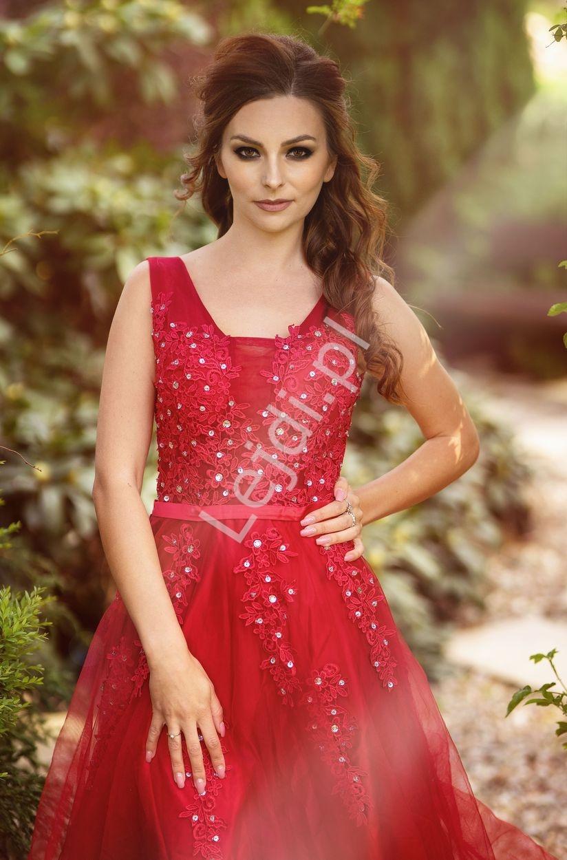 Tiulowa suknia wieczorowa w kolorze ciemnego wina, studniówkowa, na wesele