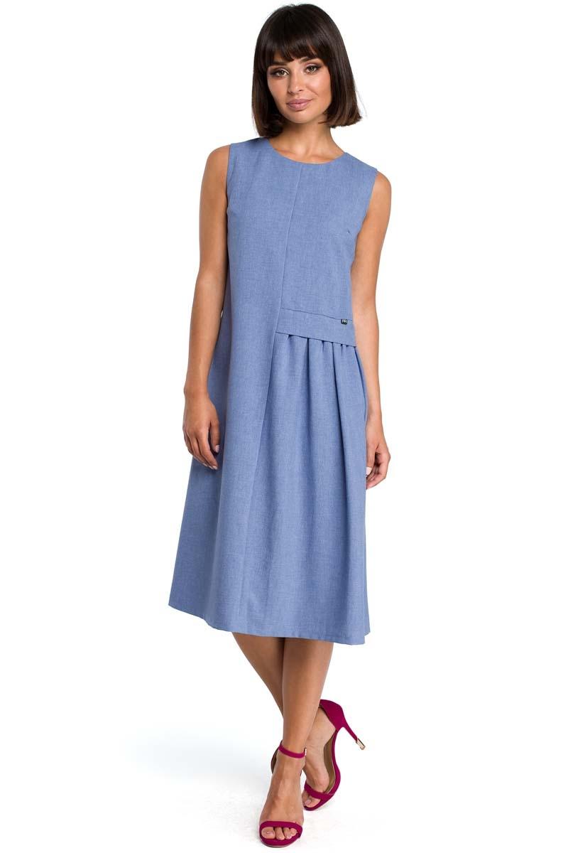 Niebieska luźna letnia sukienka midi z marszczeniami na boku