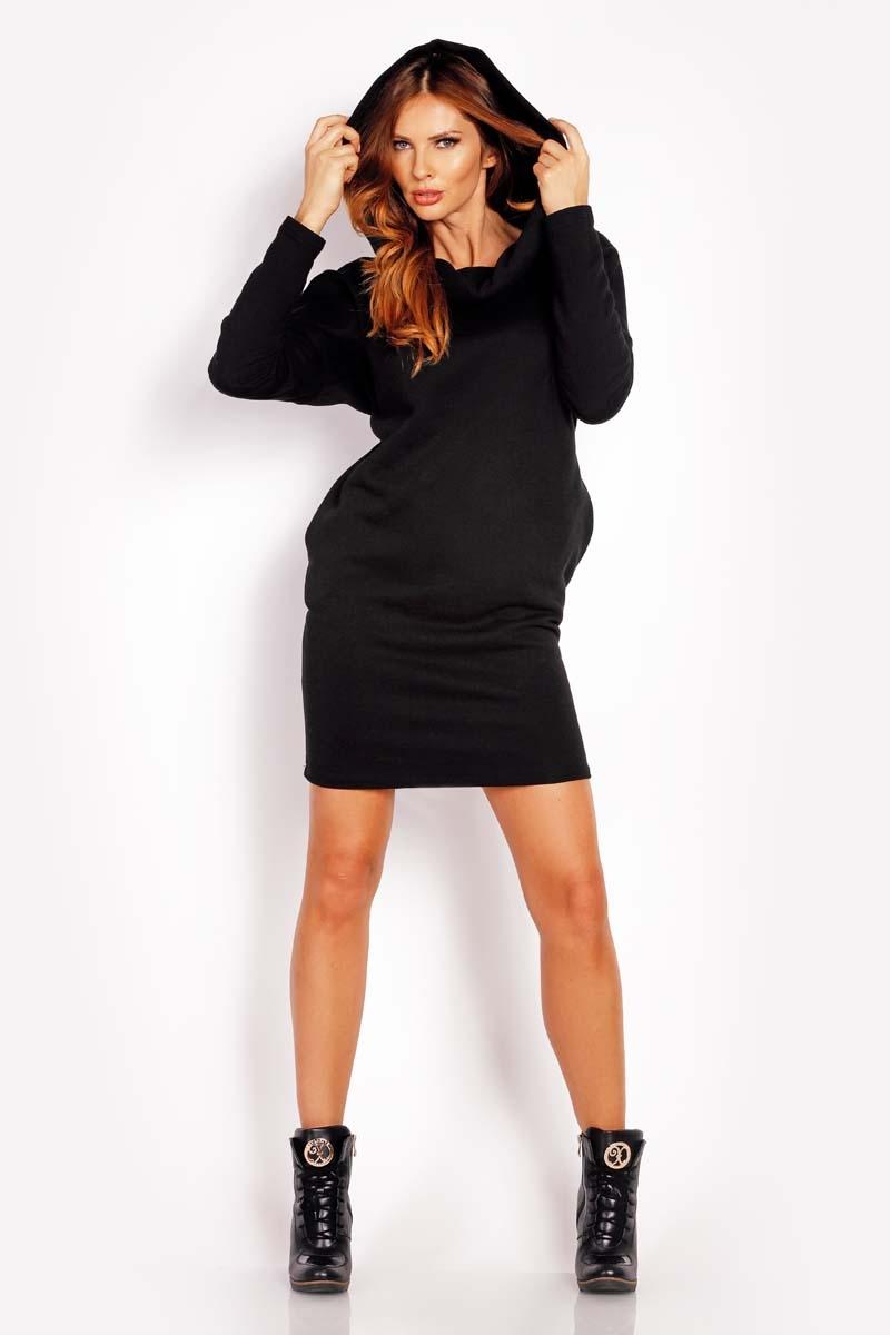Czarna sukienka sportowa z kapturem kominem