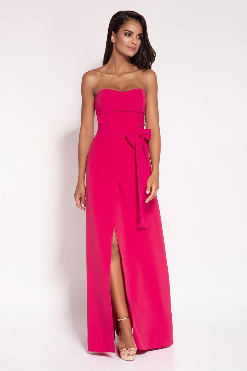 Malinowa wieczorowa maxi sukienka z odkrytymi ramionami