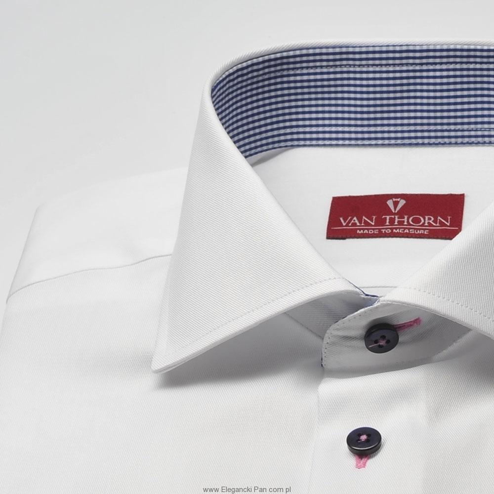 Image of Elegancka biała koszula slim fit z granatowymi guziczkami i wstawkami w kratkę 36